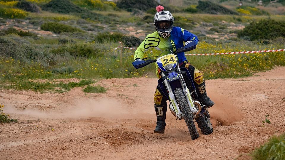 Quels sont les accessoires de protection moto pour faire du dirt bike ?